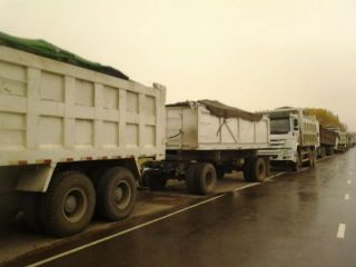 More than 60 drivers of Howo trucks with coal continue protest at Kemin weight station