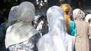Universities of Uzbekistan refuse to accept documents from girls wearing hijabs and skirts