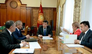 Jeenbekov gets acquainted with projects on increasing transit potential of Kyrgyzstan