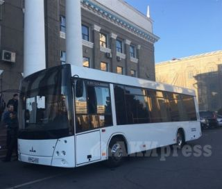 Belarusian MAZ-206 buses presented at mayor's office